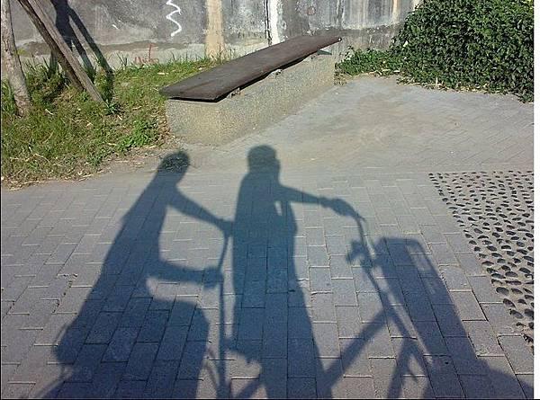 兩個人騎一台 感情加溫 減碳滿分_Jitter Lee
