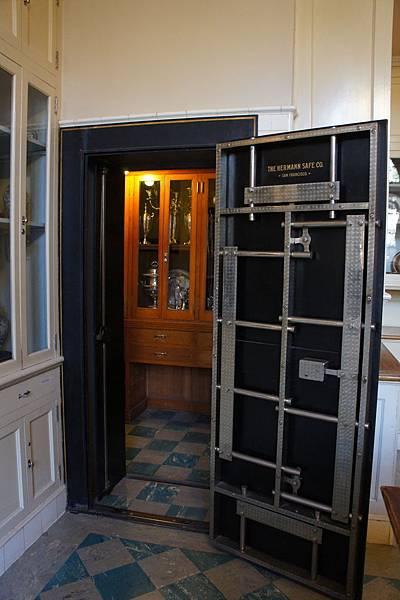 Butler's Pantry保險櫃_3.JPG