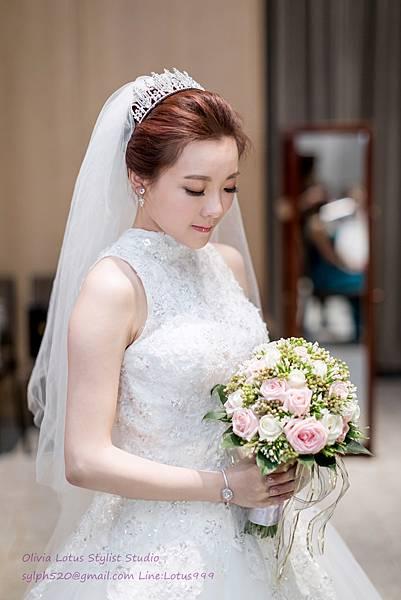 25時尚簡約新娘造型~質感新秘推薦Olivia Lotus純晚宴造型工作紀錄