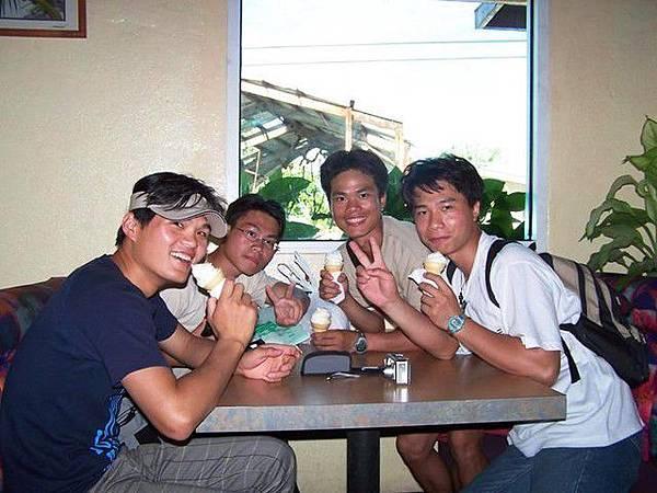馬紹爾-霜淇淋店-炎熱的天氣一起吃冰最好了~^^