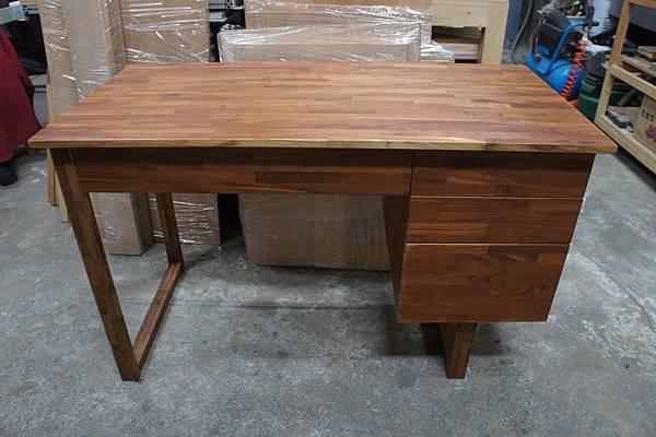 指接柚木書桌.JPG