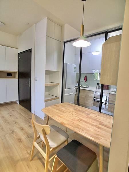 圖7廚房_推拉門與冰箱.jpg
