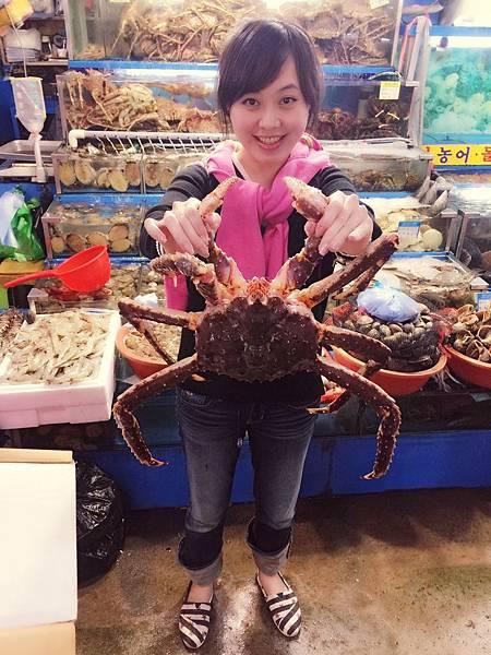 50選了一隻最大的帝王蟹 才9萬韓幣 約2千多台幣.jpg
