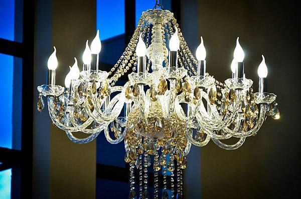 chandelier-794537_1920.jpg
