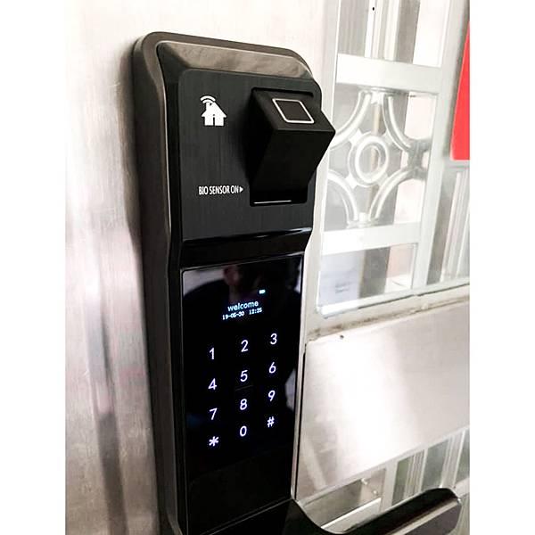 智慧管家電子門鎖旗艦款 包含指紋鎖 密碼鎖 卡片鎖 APP鎖等七種功能