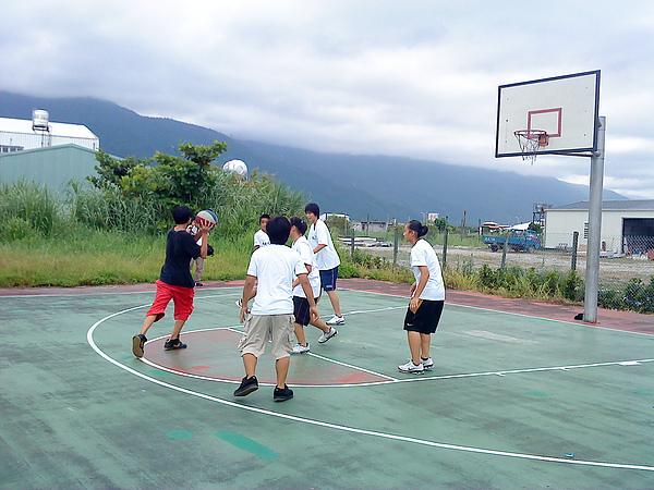女籃隊與逆風少年.JPG