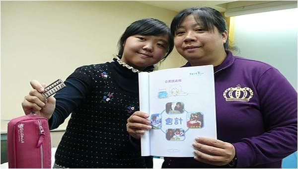小雯與媽咪-3逆風教育助學計劃成果發表.jpg