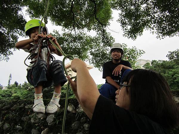 核心課程-服務學習-指導小學生爬樹 (1)