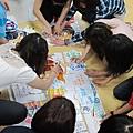 初階課程學員合力完成拼圖