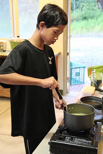 阿霖在就業力培訓課程中進行自立生活訓練