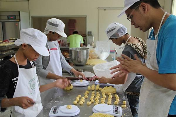 習藝所烘焙廚房培訓弱勢青少年獲得職能技術