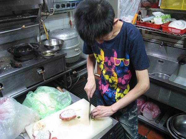 廚房料理中.JPG