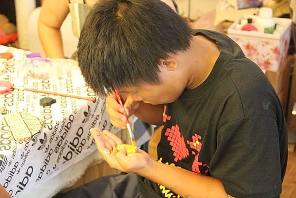 學習手工藝製作的小明2