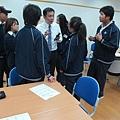 店長分享完後,同學繼續認真詢問店長.JPG