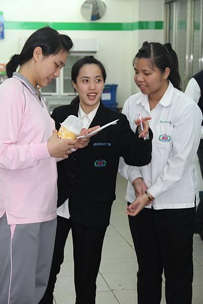 小組成員討論探訪流程