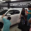 學員至IPO汽車美容參訪,擴展職業視野。小敏表示之前對汽車美容的印象只是洗車,沒想到有這麼多的技術,原來每項工作都需要一定的專業。