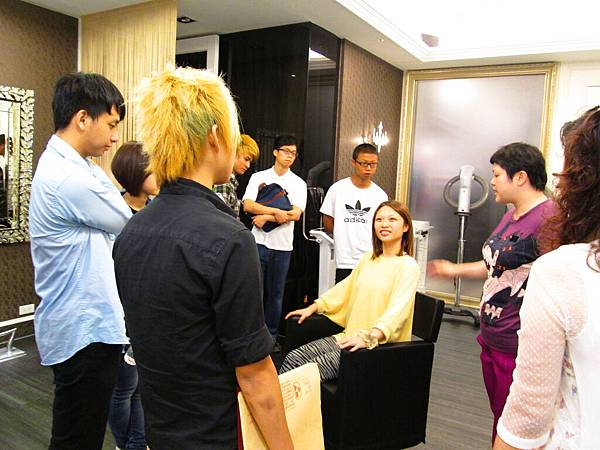學員參訪美髮沙龍業