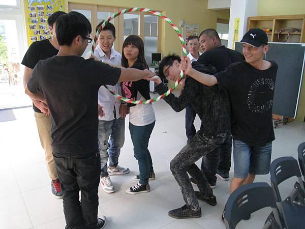 透過互動小遊戲,拉近學員與講師彼此距離.JPG