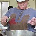 小婕在烘焙廚房中不僅學技術,同時磨態度.jpg