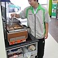 學員阿鴻在康樂店實習後獲留任就業