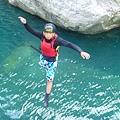 在培訓課程中,藉由冒險體驗活動建立阿固的自信心2