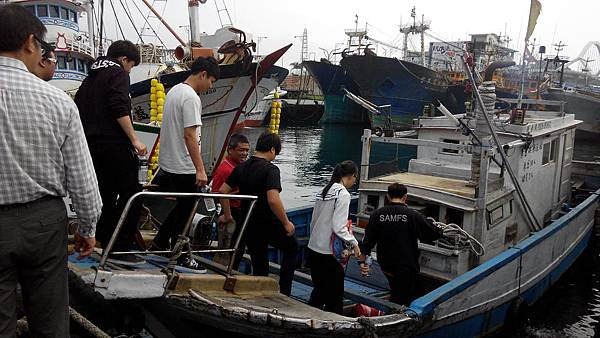帶蘇澳海事學生坐船至海上參訪