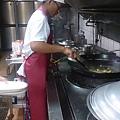 阿俊在習藝所找到自已的興趣,邁向廚師之路