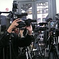 現場來了好多電視台記者