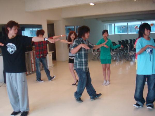 中介教育組-街舞課.JPG