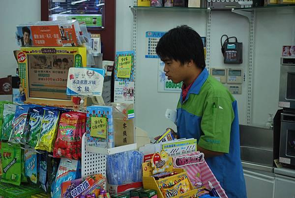 阿霖在全家便利商店穩定就業超過十個月.jpg