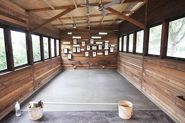 窯要換到大木屋的新家,原本的木地板為此改成水泥地板~