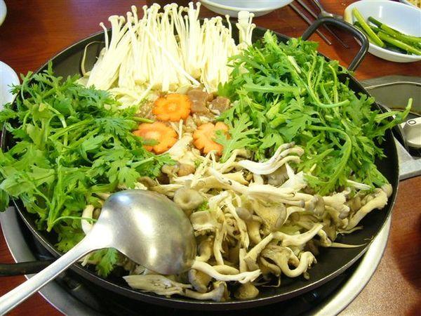 第二天的中餐-韓式火鍋餐