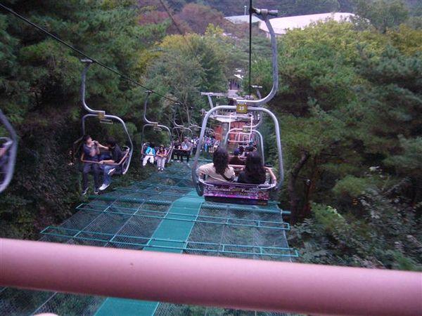 愛寶樂園坐下山的纜車