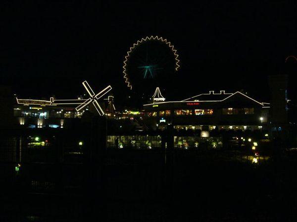 因為燈光遊行而熄燈的愛寶樂園