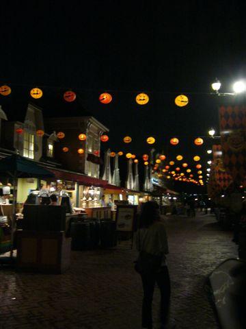 掛了滿滿的南瓜燈