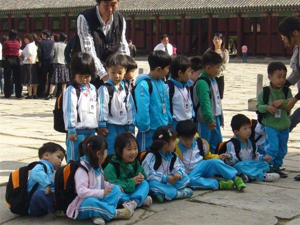 校外教學的韓國小朋友