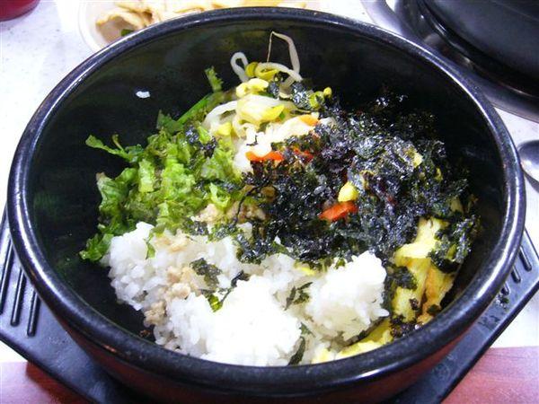 我必須要說,台灣的石鍋拌飯比較好吃~