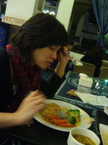 很委屈在吃她的晚餐的笨蛋企劃