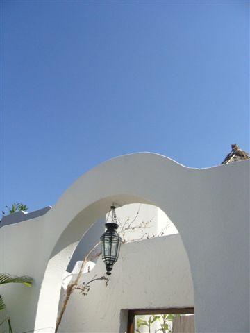 白色的建築配藍色的天空,美翻了...