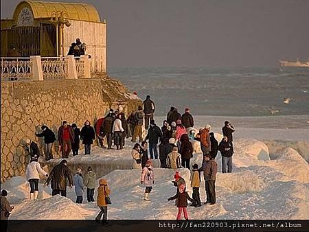 結凍的黑海~極美.jpg