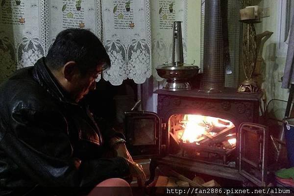 過冬用才稍暖爐跟備材