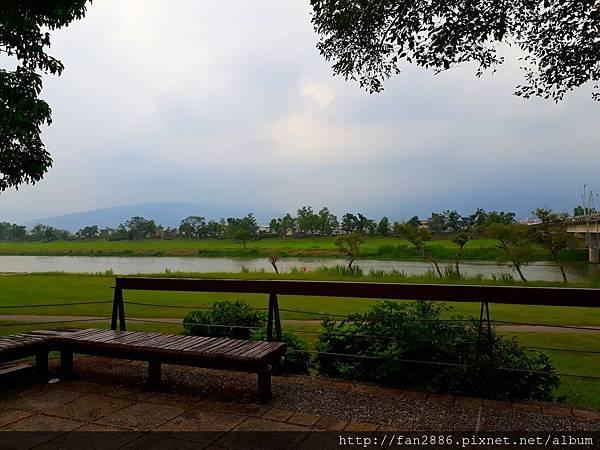 20170928_185209.jpg宜蘭河堤公園自行車道