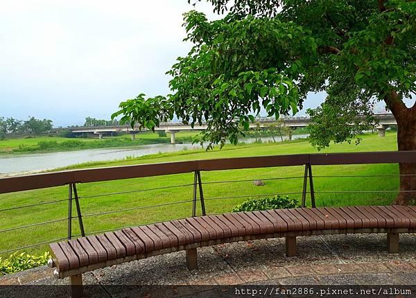 20170928_185153.jpg宜蘭河堤公園自行車道