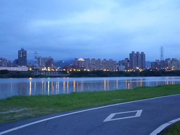 華中河濱公園河岸