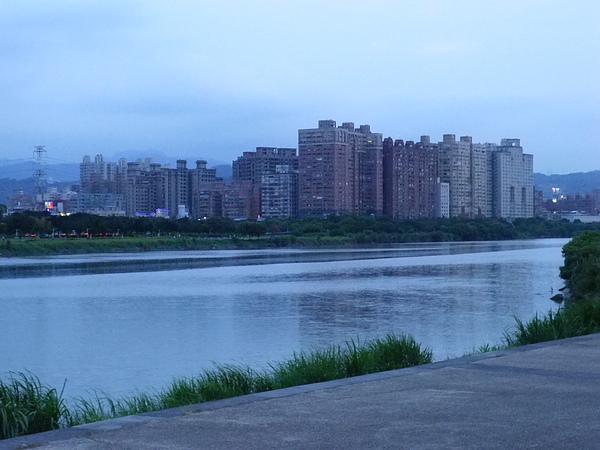 青年公園河岸