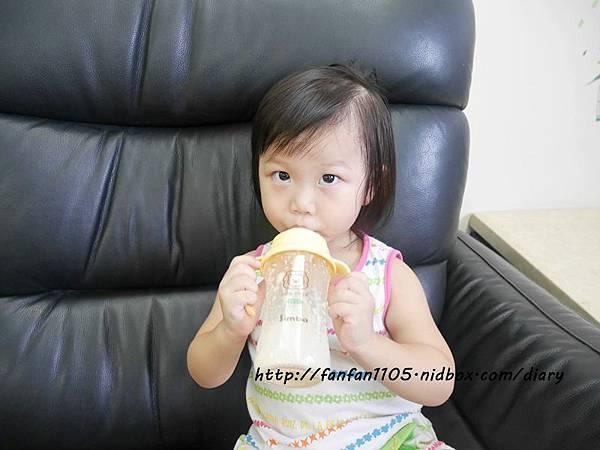 小獅王辛巴 PPSU自動把手寬口雙凹中奶瓶 母乳記憶超柔防脹氣奶嘴 滿足寶寶口腔期發展 (15).JPG