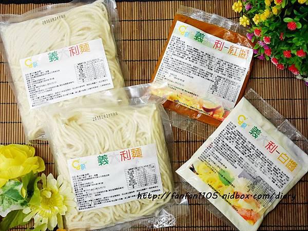 【團購美食】聚一聚親子雜貨店 冷凍紅白醬義大利麵 簡單烹調在家也可享受餐廳級的美味 (3).JPG