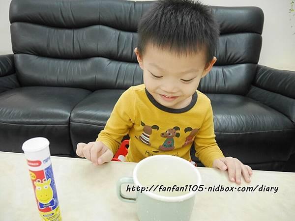小兒利撒爾-機能活菌12 綜合維生素加鈣發泡錠(檸檬口味) (12).JPG