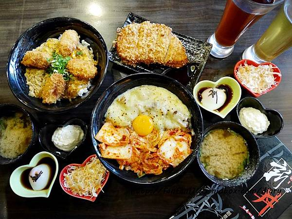 新丼 心動 日式丼飯 鄰近中山捷運站 當代藝術館 給你不一樣的創意美味
