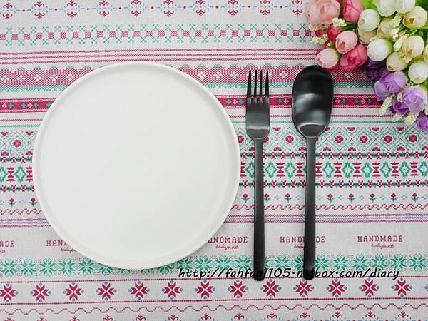 【居家美學】 WAGA 日式陶瓷餐具組 平價高質感的餐桌布置 (4).JPG